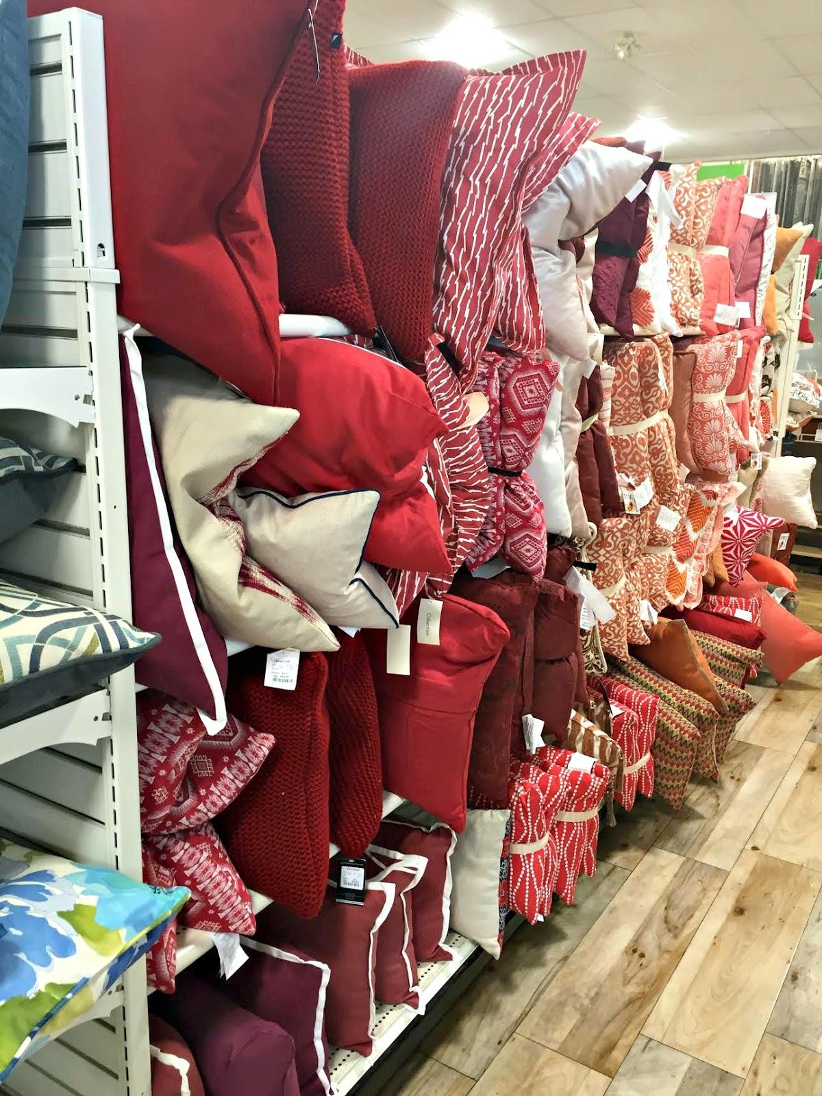 Home Goods Christmas Pillows : goods, christmas, pillows, Items, HomeGoods, Thrifty, Decor, Chick