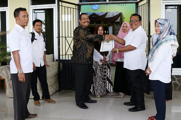 Tak Lagi Menjabat Ketua DPRD, Mardison Kembalikan Rumah dan Mobil Dinas