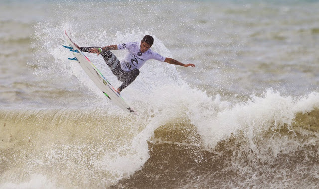 52 2014 Moche Rip Curl Pro Portugal Filipe Toledo Foto ASP Damien%2B Poullenot Aquashot