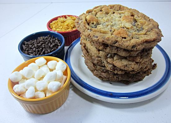 Featured Recipe | Cornflake Marshmallow Cookies from From Grandma Loy's Kitchen #recipe #SecretRecipeClub #cookies #dessert