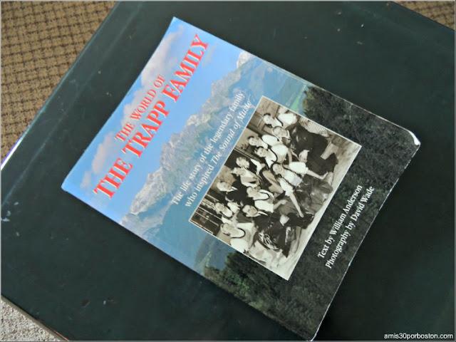 """Libro """"El Mundo de la Familia Trapp"""" en el Trapp Family Lodge en Stowe, Vermont"""