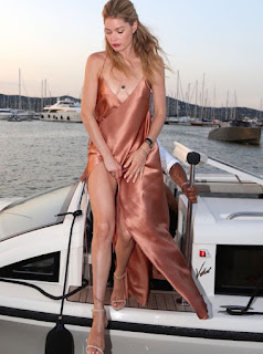 Doutzen Kroes at the Leonardo DiCaprio Foundation Gala 2016 in a rusty peach colored silk wrap dress with a long slit