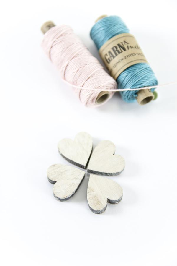 Herzchen aus Holz - DIY Herzgirlande