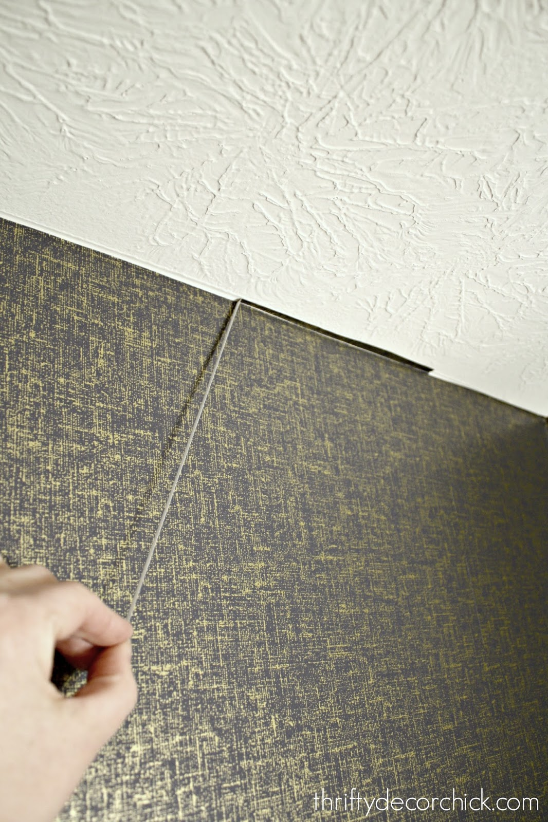 How to clean up edge on wallpaper