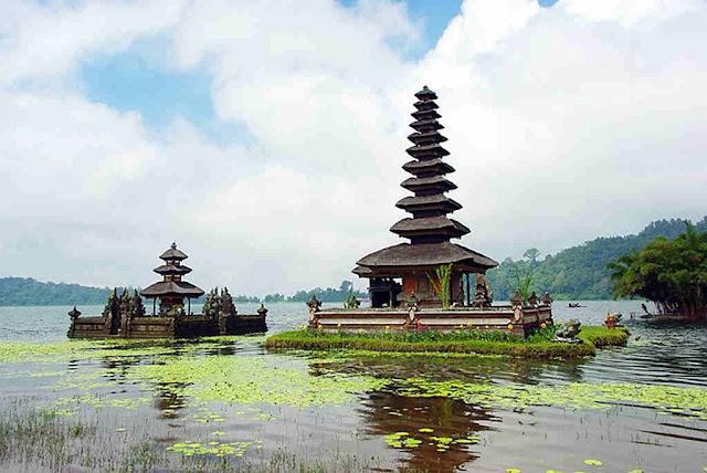 Pura Ulun Danu Bratan, Begudul - Didedikasikan Untuk Dewi Air dan Syiwa