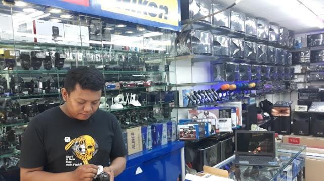 Rupiah Melemah, Pedagang Elektronik di Glodok Mengeluh Sepinya Pembeli