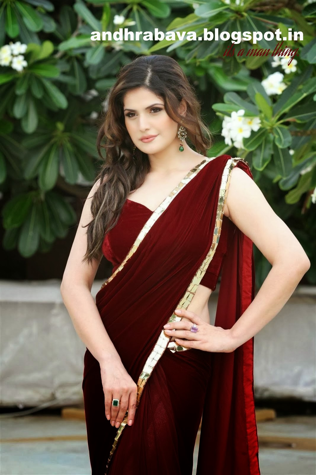 ACTRESS HOT IMAGES: SEXY IN SAREE