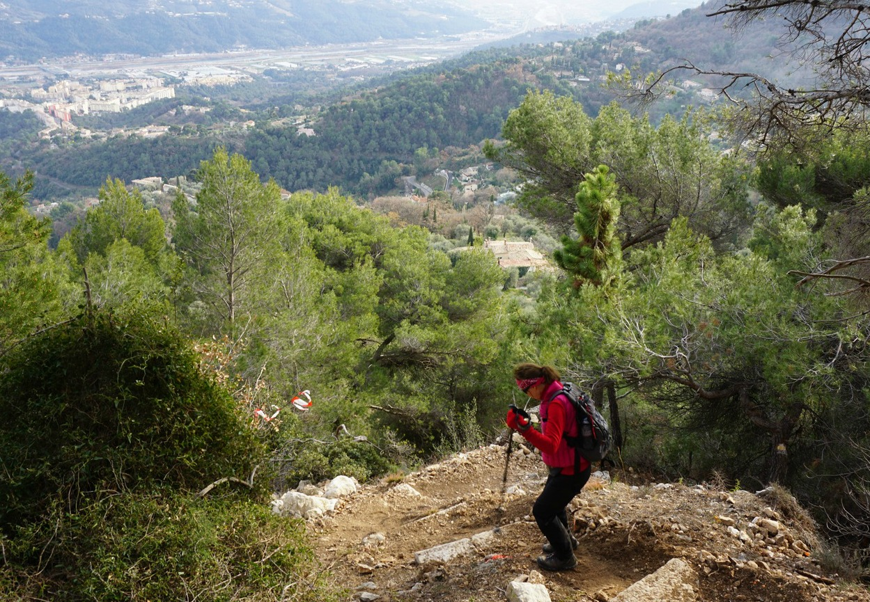 Descending to Carros Village from signpost 32