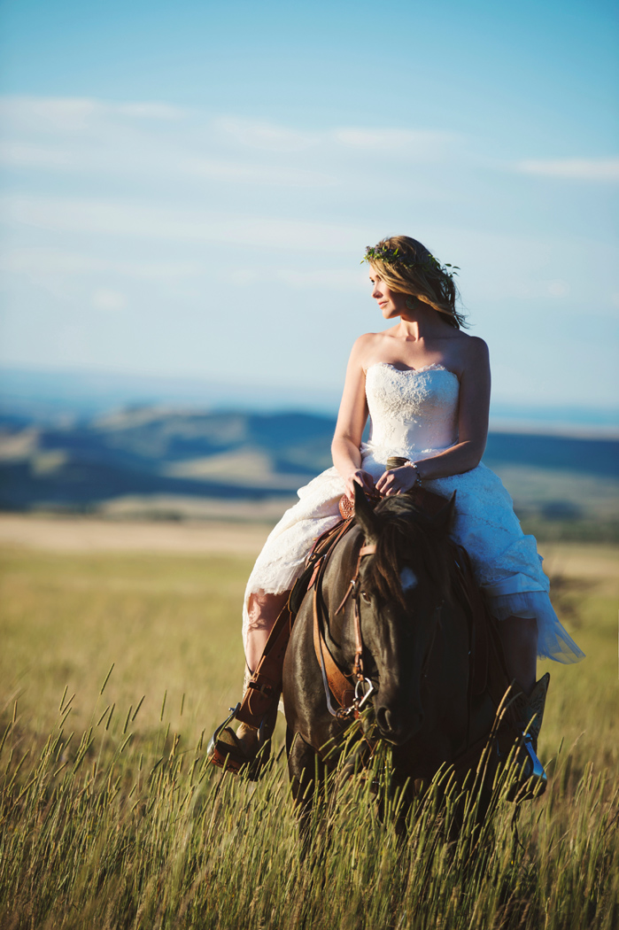 Photography: Macy Spencer Photography / Bride / Horse