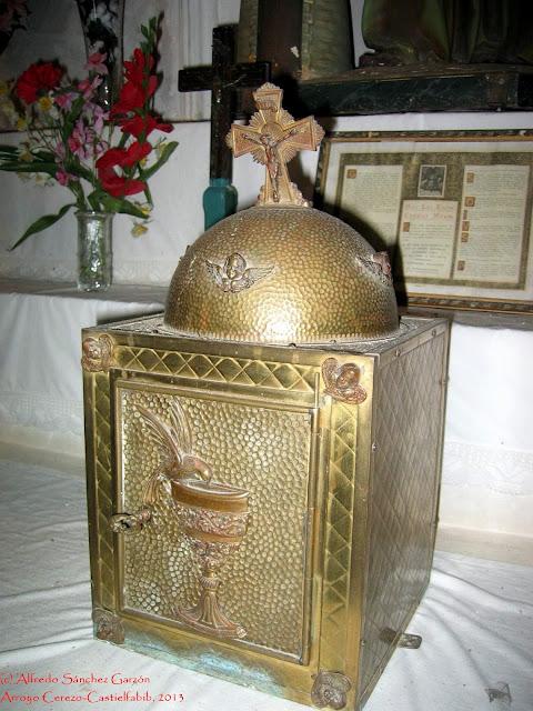arroyo-cerezo-iglesia-altar-sagrario