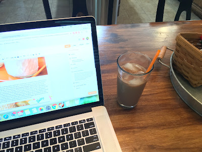 Iced Mocha and blogging