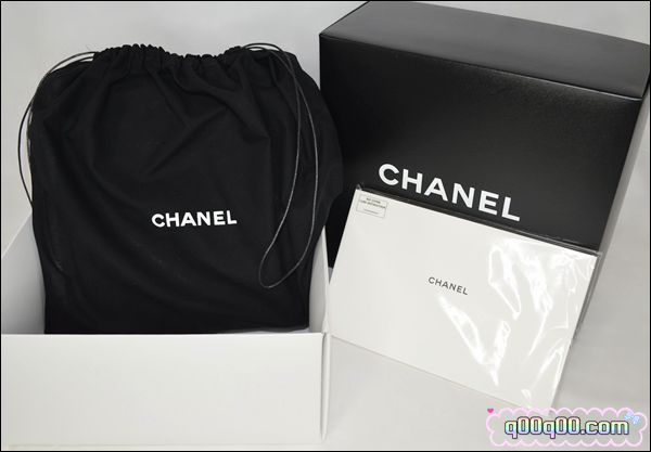663638f19eb The price is retailing at SG$3080 now. The Chanel Petite Shopping Tote is a  seasonal piece so it may be out of stock anytime, I felt super lucky. =D