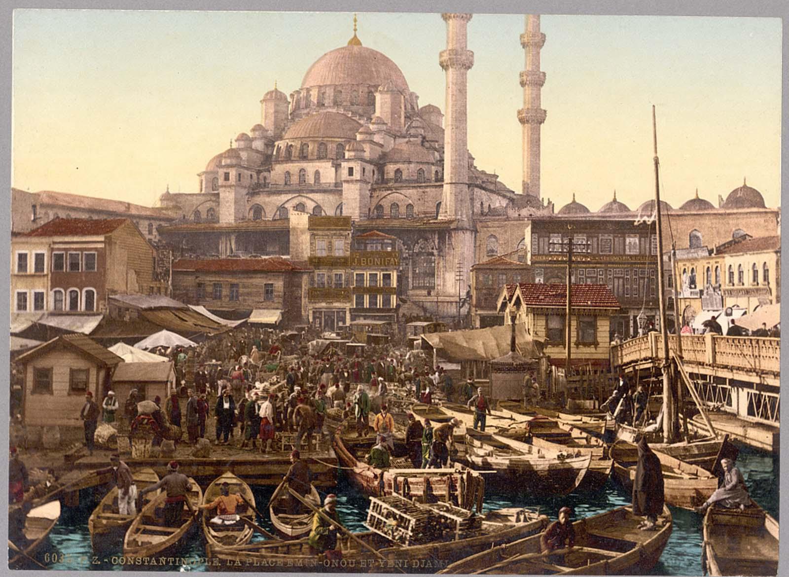 Yeni Cami mosque and Eminönü bazaar.