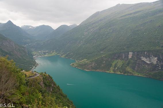 Puerto y fiordo de Geiranger. Noruega