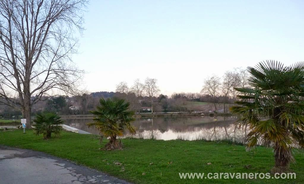 Foto del Lago privado. Camping Larrouleta | caravaneros.com