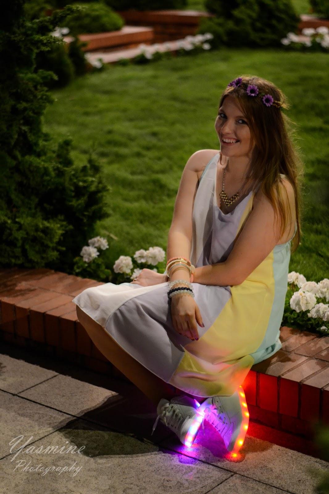 stylizacje festiwalowe ze smeakersami sneakersy disco light renee recenzja melodylaniella lookbook fashion flowers