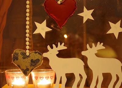 papírové dekorace, jak vyrobit, papírový věneček, vánoční dekorace z papíru, papíroví sobi, vánoční sobi z papíru