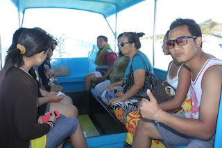 dengan glass bottom Boat ke turtle Island