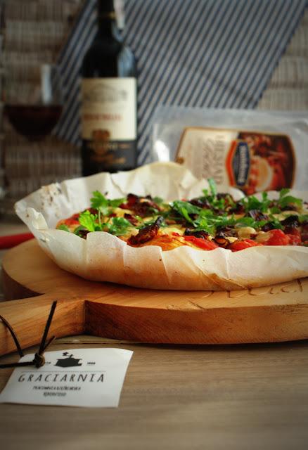 pizza,pizza rustica siciliana,Hańderek,Graciarnia,Graty i szpeje,Frisco.pl,zakupy on line,pizza sycylijska,włoska pizza,czerwone wino,toskańskie wino,kiełbasa z cielęciną,pizza siciliana rustica,włoskie jedzenie,