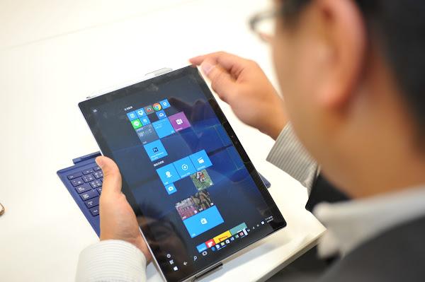 Surface Pro 4在平板與筆電功能間的轉換非常順暢。