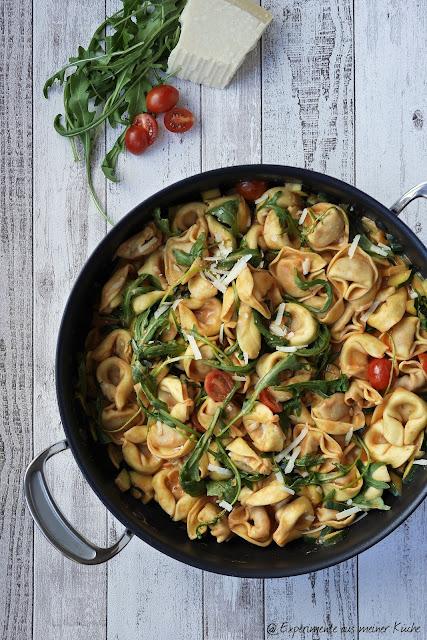 Experimente aus meiner Küche: Tortelloni-Zucchini-Pfanne