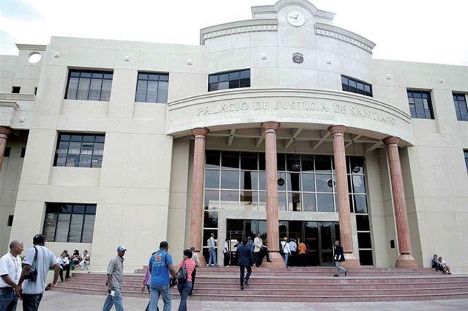 Segundo motín hoy: Reclusos incendian cárcel preventiva Palacio de Justicia de Santiago