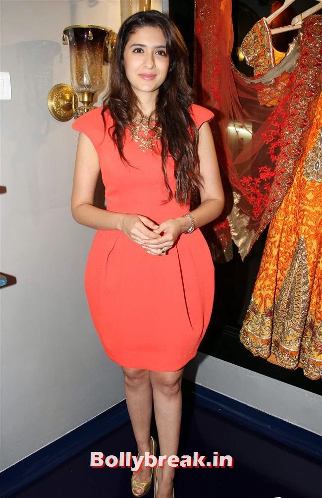 Nutritionist Pooja Makhija, Celebs at Opening of Mayyur Girotra Couture