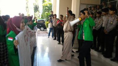Puluhan Mahasiswa Demo Wali Kota Lhokseumawe Terkait Transparansi Anggaran