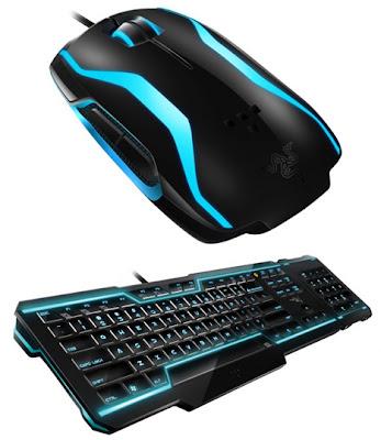 Mouse y teclado estilo Tron Legacy en la vida real.