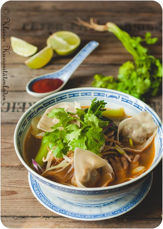 Asiasuppe mit Hähnchen-Wan-Tan