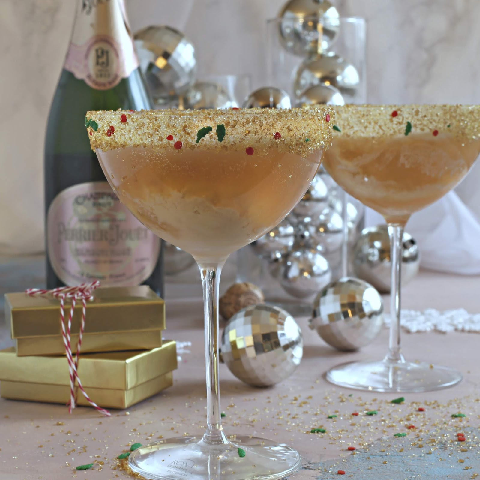 Champagne cocktail flavored with elderflower and vanilla ice cream