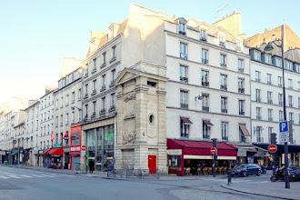 Paris : Fontaine de Charonne dite Trogneux, point d'eau historique du Faubourg Saint Antoine - XIème