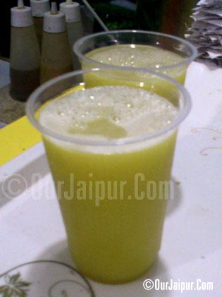 """Sugarcane (Ganne)  ka Juice """"Hygienic"""""""