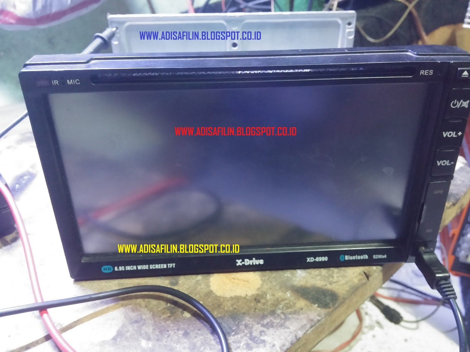 Bagaimana Cara Memperbaiki Head Unit Tape Mobil Dobel Dine Merek Ts Monitor Touchscreen Led Putih Gambar Sebelum Di Service