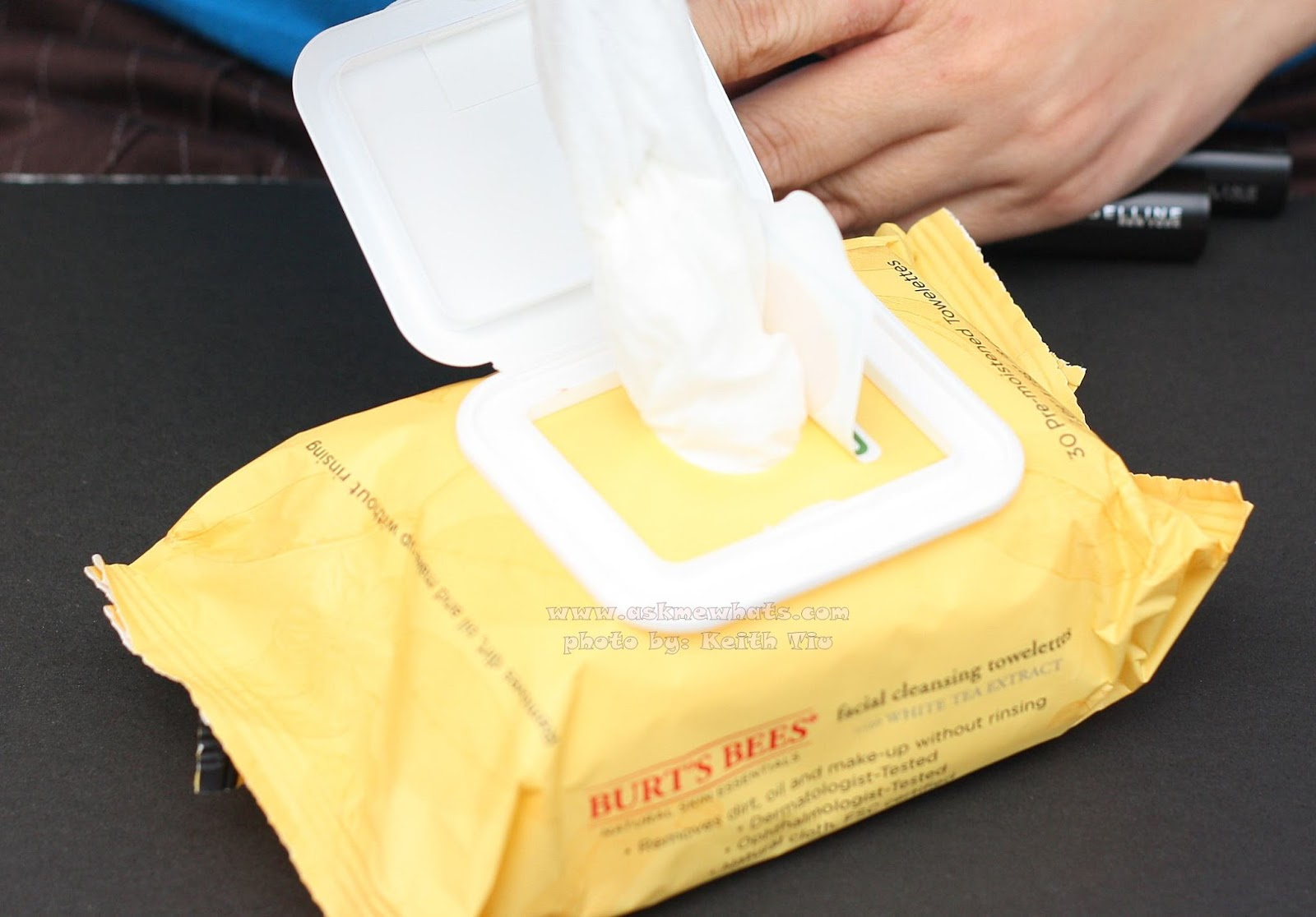 a photo of Burt's Bees Facial Cleansing Towelettes with White Tea Extract
