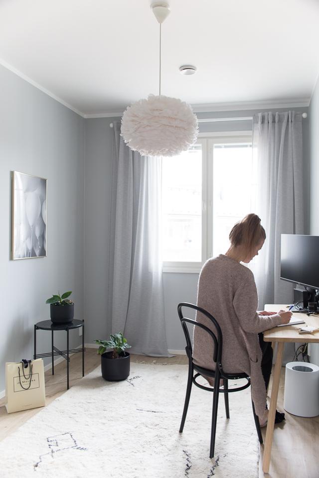 Villa H, sisustus, banaanipuu, toimisto, ton tuoli,