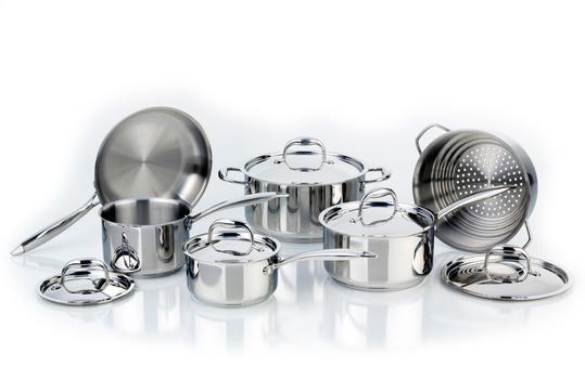 Pots & Pans GIVEAWAY- Win a Meyer's Cookware Set