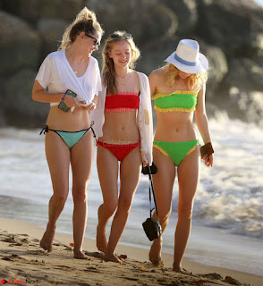 Suki Waterhouse With her family on beach side cute pics in Bikini.jpg