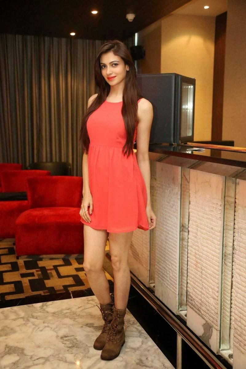 Actress Simran Kaur Mundi Wallpapers, Pics of Indian Girl in short Dress wearing long buits - Simran Kaur Mundi