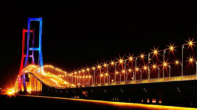 Dengan Panjang   M Jembatan Ini Merupakan Jembatan Terpanjang Di Indonesia Saat Ini Jembatan Suramadu Terdiri Dari Tiga Bagian Yaitu Jalan Layang