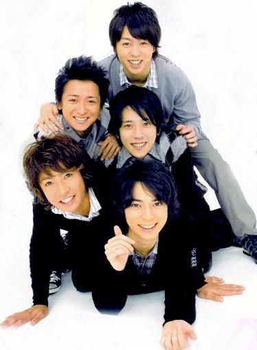 Foto de Arashi posando para los fans