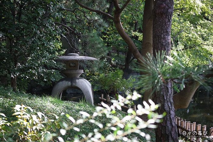 Lanterne dans le jardin Keitaku-en, Tennôji, Osaka