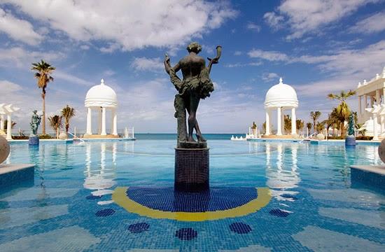 Hotel-Riu-Palace-Mexico-Infinity-Pool
