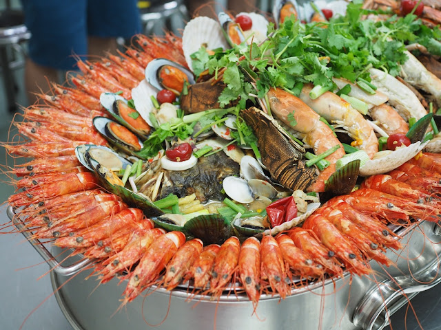 fresh water prawns, tiger prawns, green mussels, slipper lobster