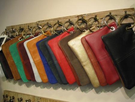 Bolsos cartera de piel con anilla o argolla