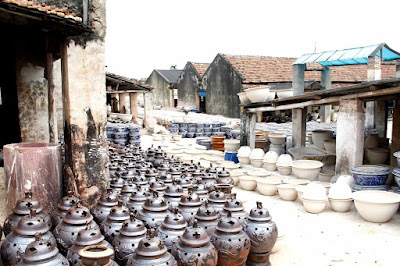 Visit the Ancient Village of Bat Trang, Ha Noi