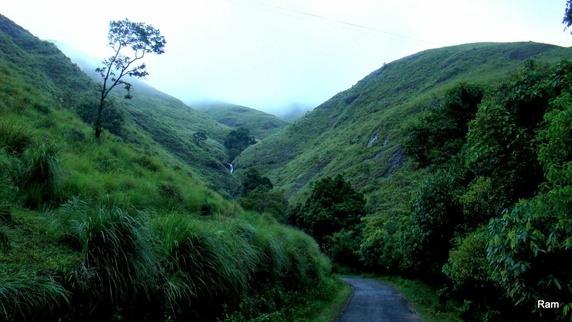 Gavi, Kerala Roads