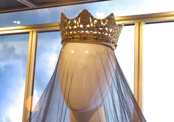 Assassin's Creed Queen Isabella crown