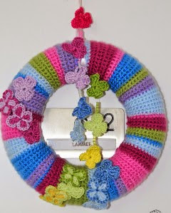 http://translate.googleusercontent.com/translate_c?depth=1&hl=es&rurl=translate.google.es&sl=en&tl=es&u=http://www.crochetier.com/patterns-anleitungen/free-patterns/butterfly-wreath-step-by-step-instruction/&usg=ALkJrhi5iczfc5cF5iBGdaN0xgruPUZeCA