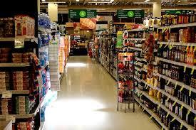 Fazendo compras baratas no supermercado